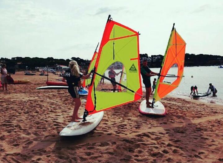 realitza amb nosaltres un curs de windsurf
